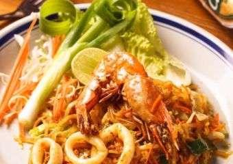 Papermoon Pad Thai Seafood
