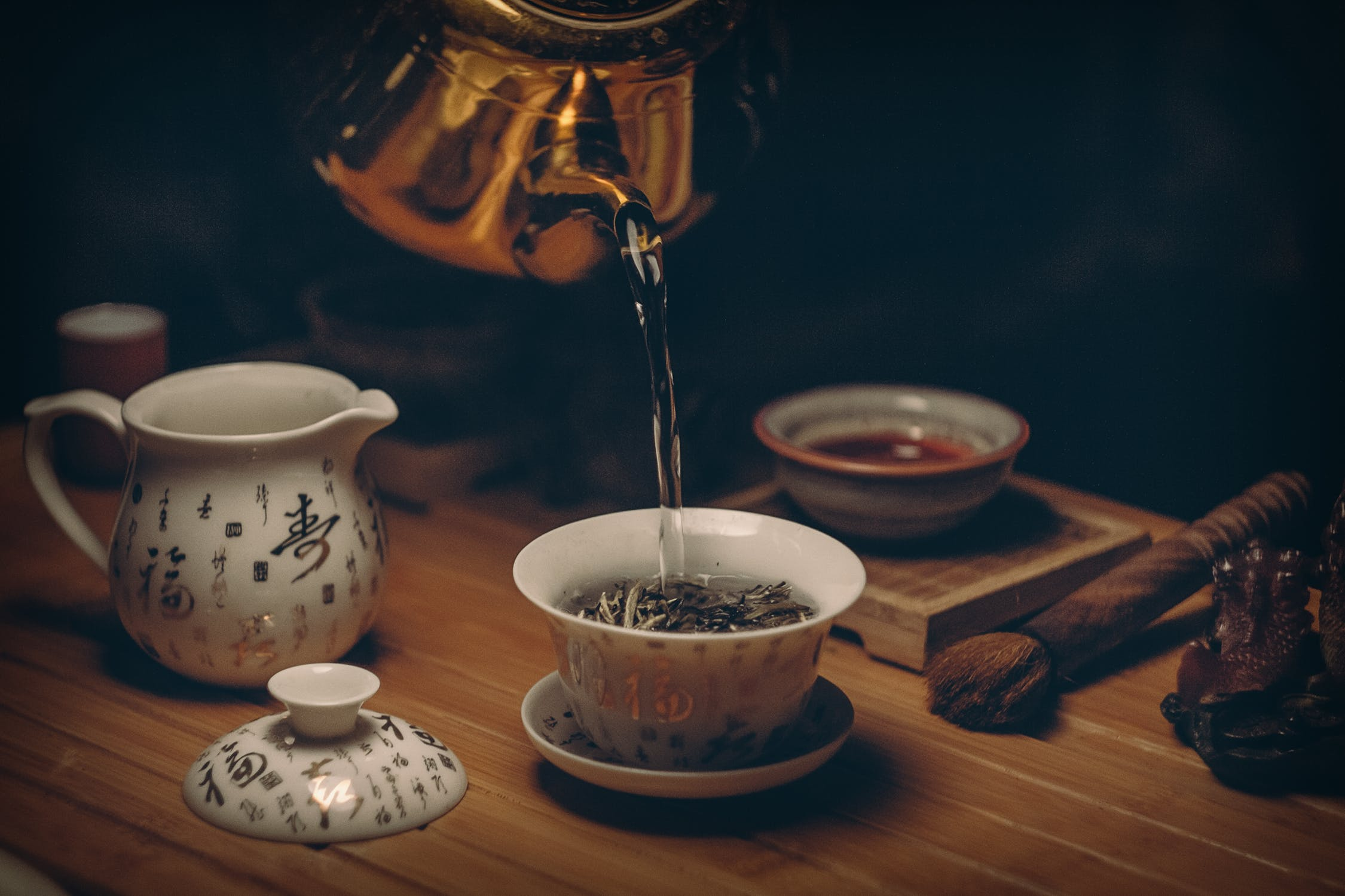 Pouring Tea photo from Pexels