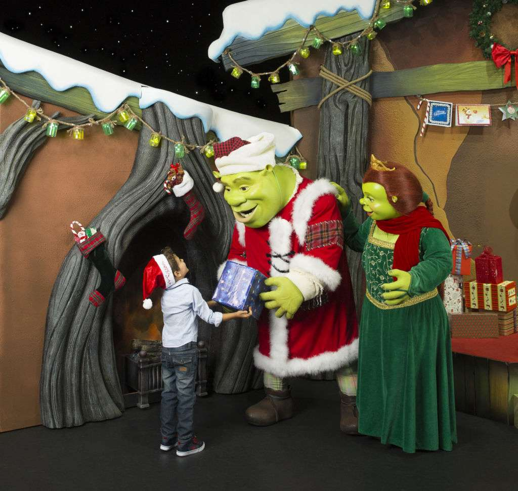 Shrek's Holiday House_Shrek & Fiona with kid