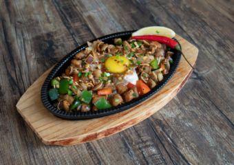 the roadhouse macau spicy suzuki sisig filipino food macau lifestyle