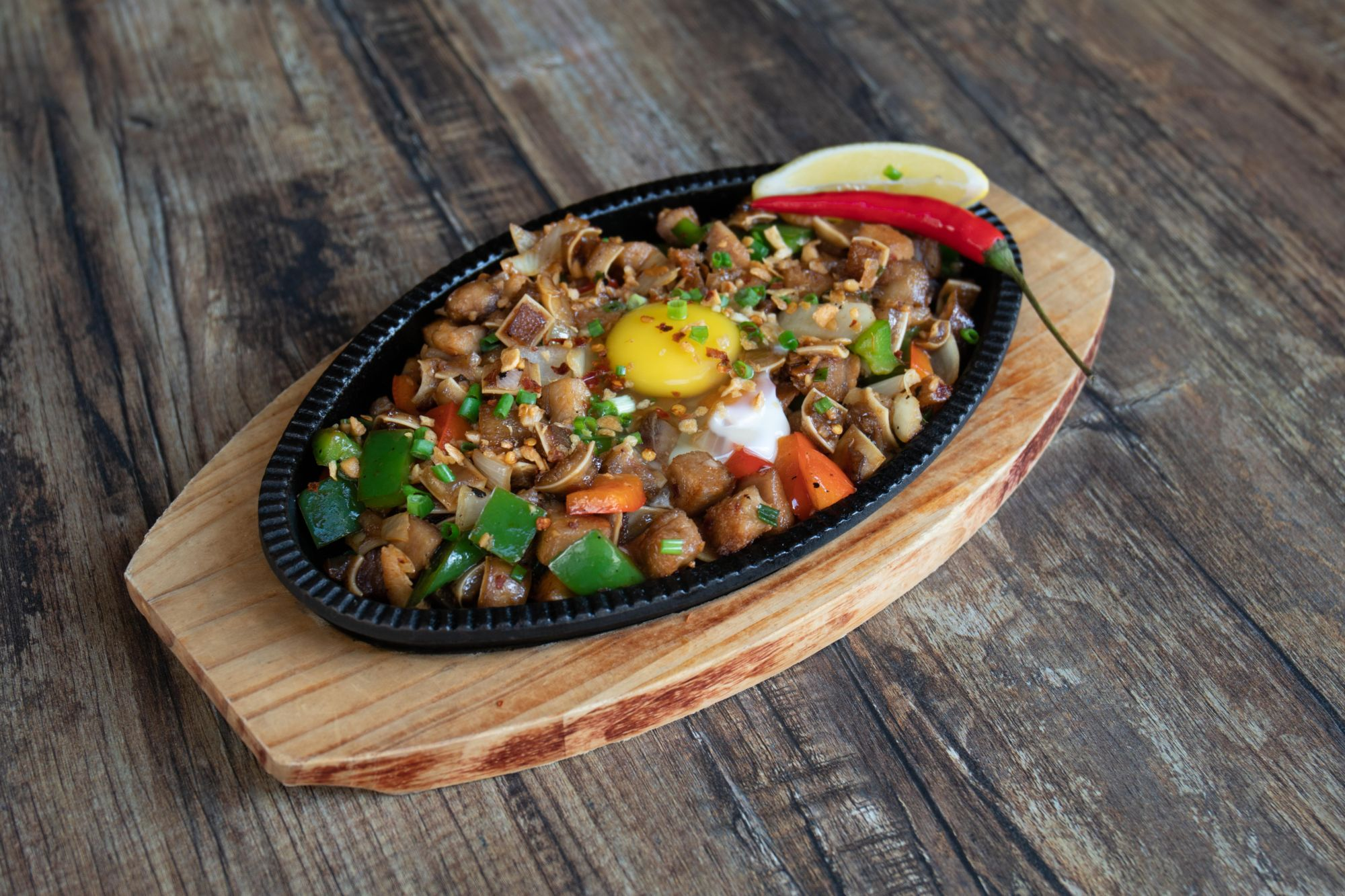 the roadhouse macau spicy suzuki sisig filipino food macau lifestyle