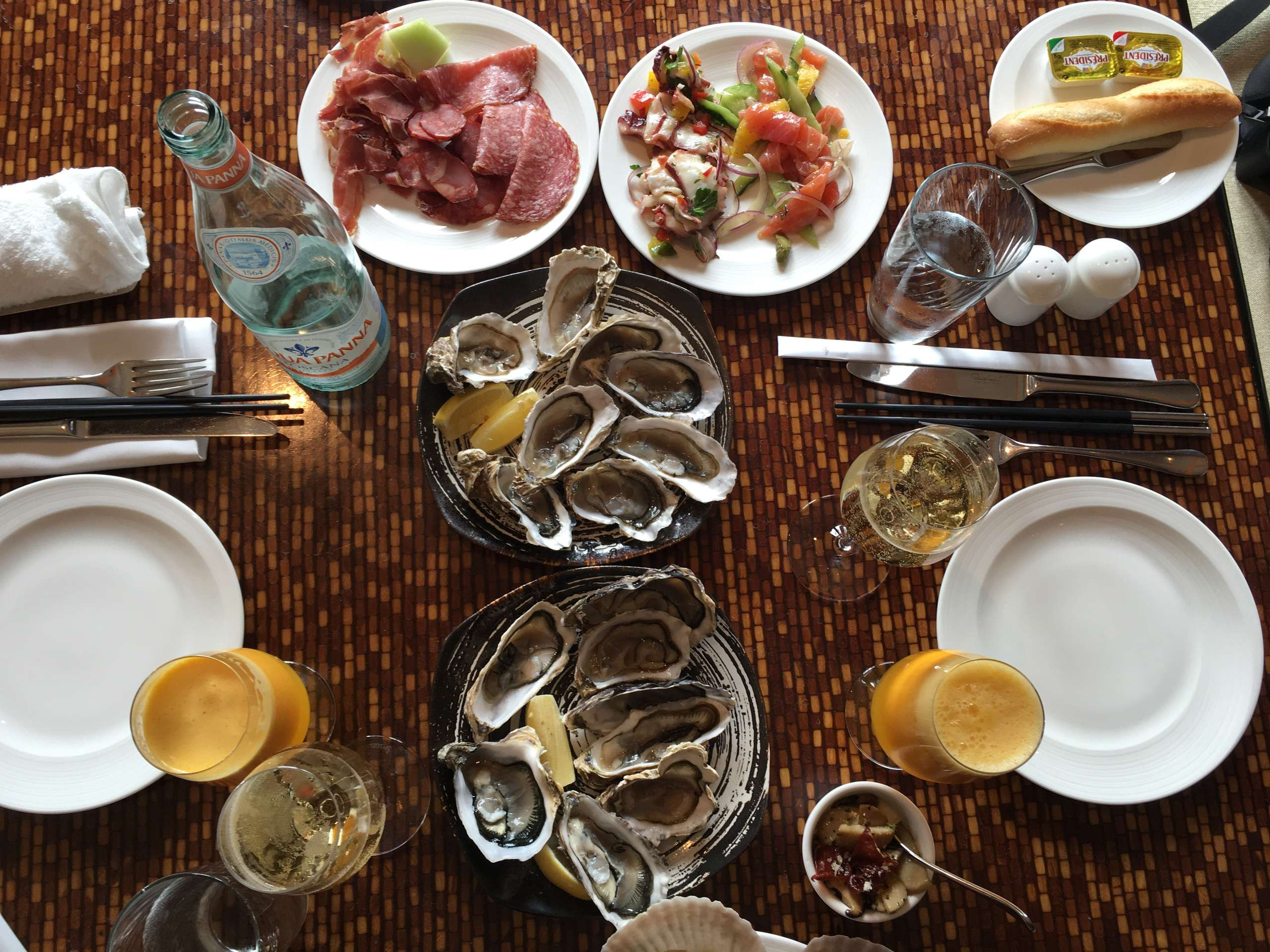 Four seasons brunch with oysters, white wine and juice