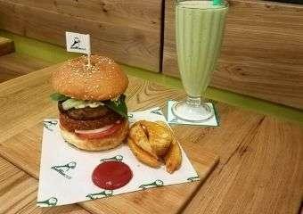Puffin Vegan Portobello Burger and Avocado Smoothie_best vegetarian and vegan places macau
