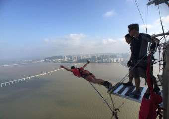 Bungy jump at Macau Tower