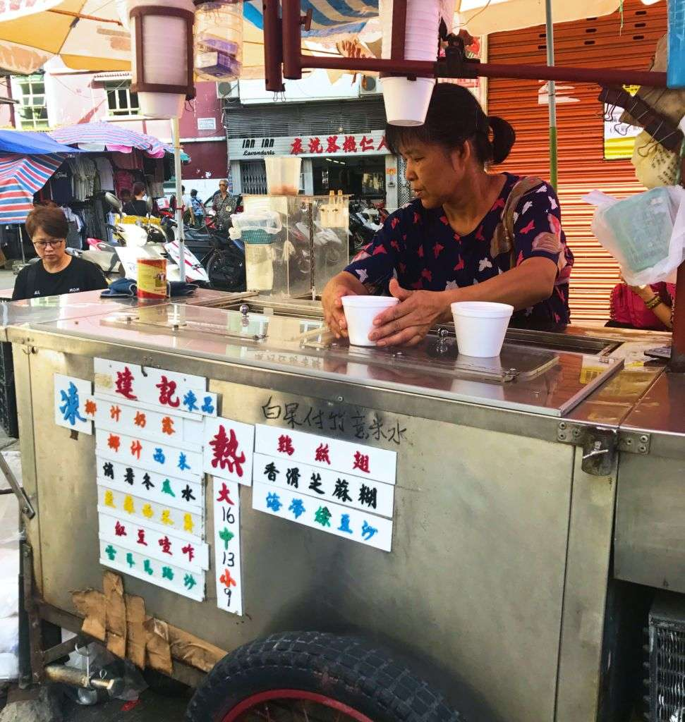 Tat Kei stall selling Chinese sweet dessert soups at the Red Market in Macau