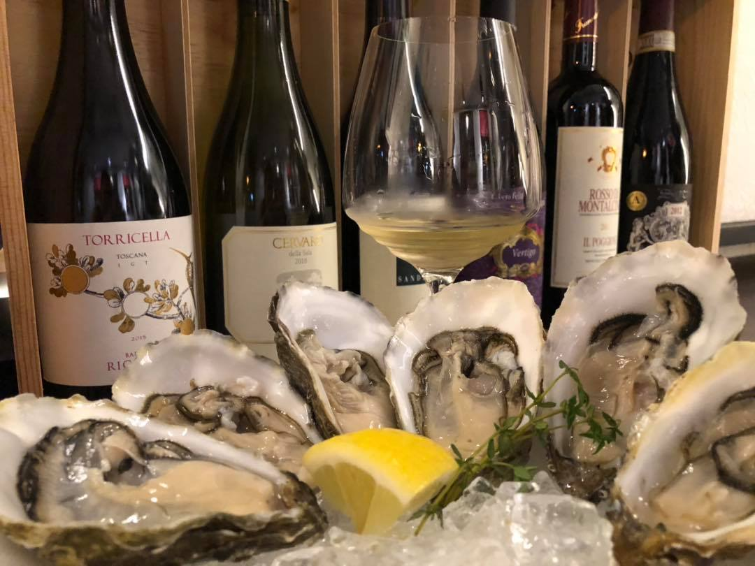 Bella Taipa Oysters with Wine in the Background