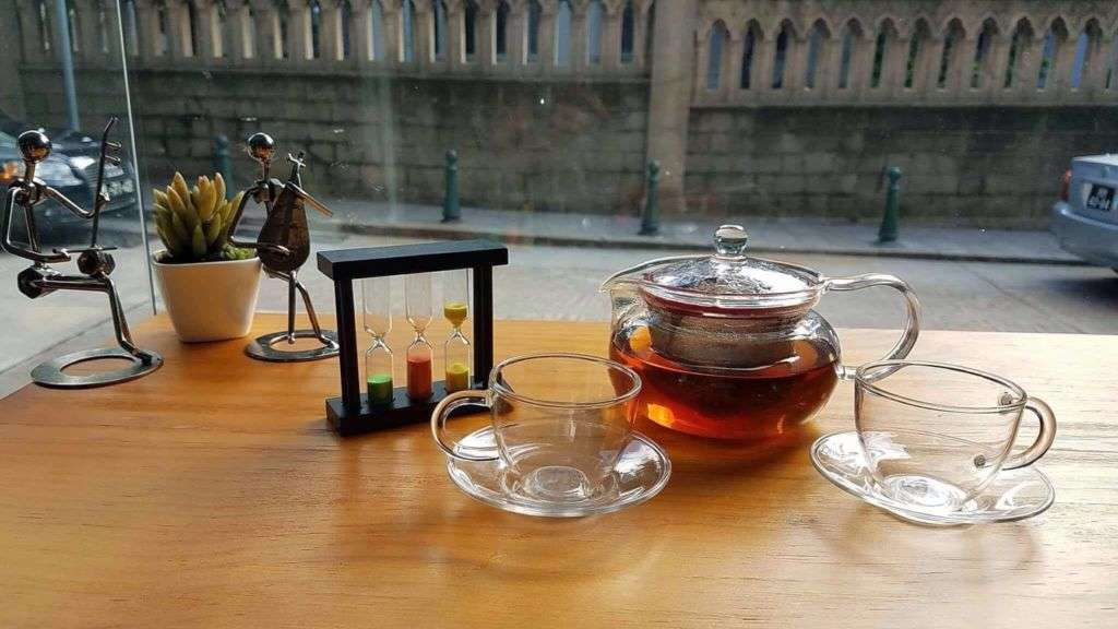 A glass pot of tea.