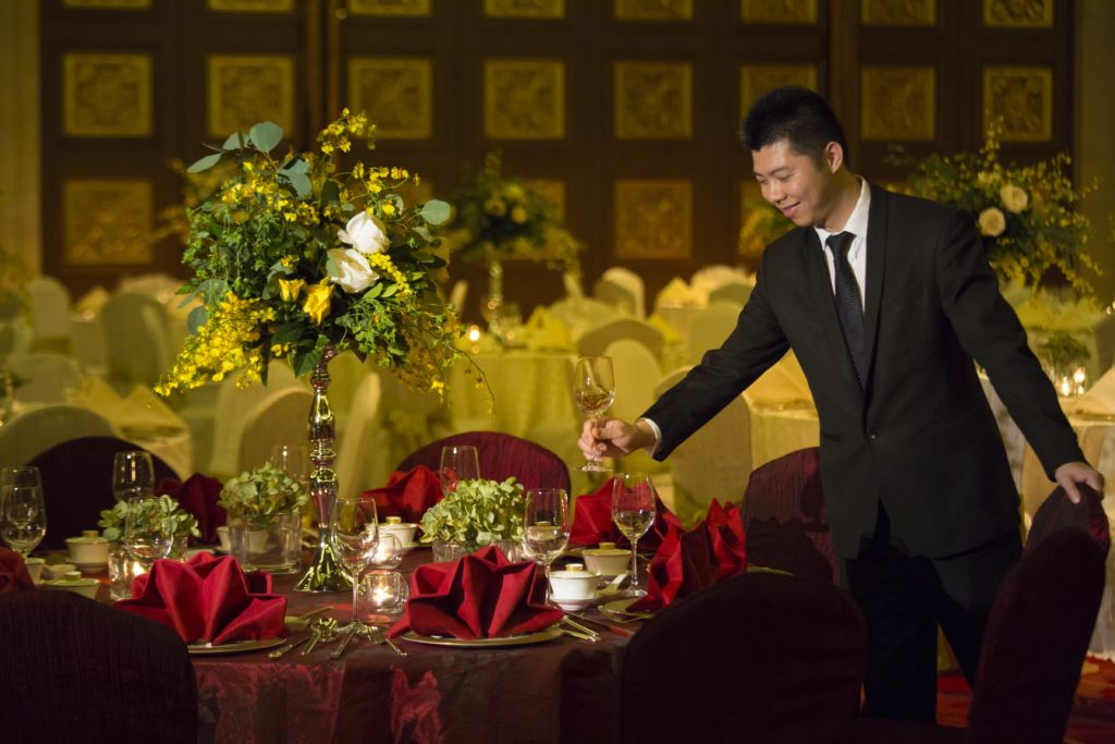 Banyan Tree Spring Banquet Dinner Server