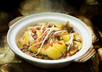 Chinese Herbal Chicken with Chinese Wine in Clay Potat Sands Macao Golden Court