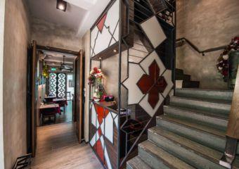 Bella Taipa staircase