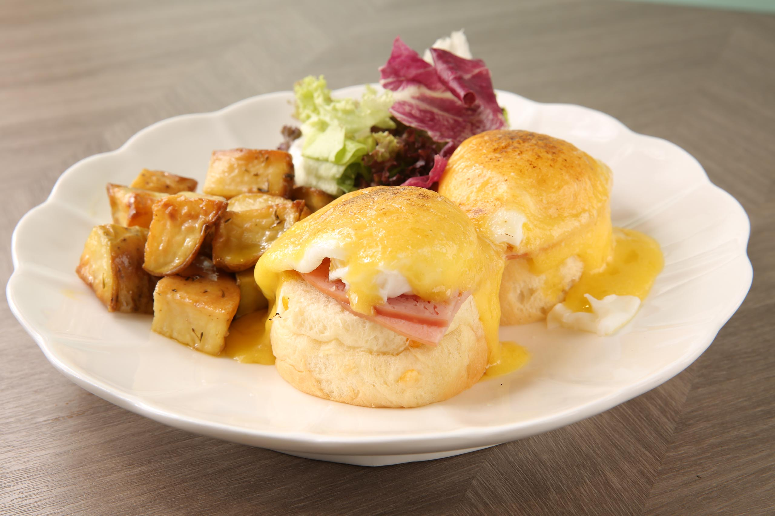 Jam&Butter Ham and egg benedict