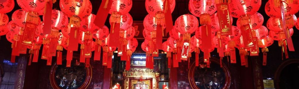 tradition chinese new year red lanterns
