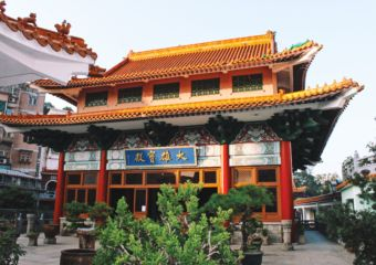 Pou-Tai-Un-Monastery_big-hall