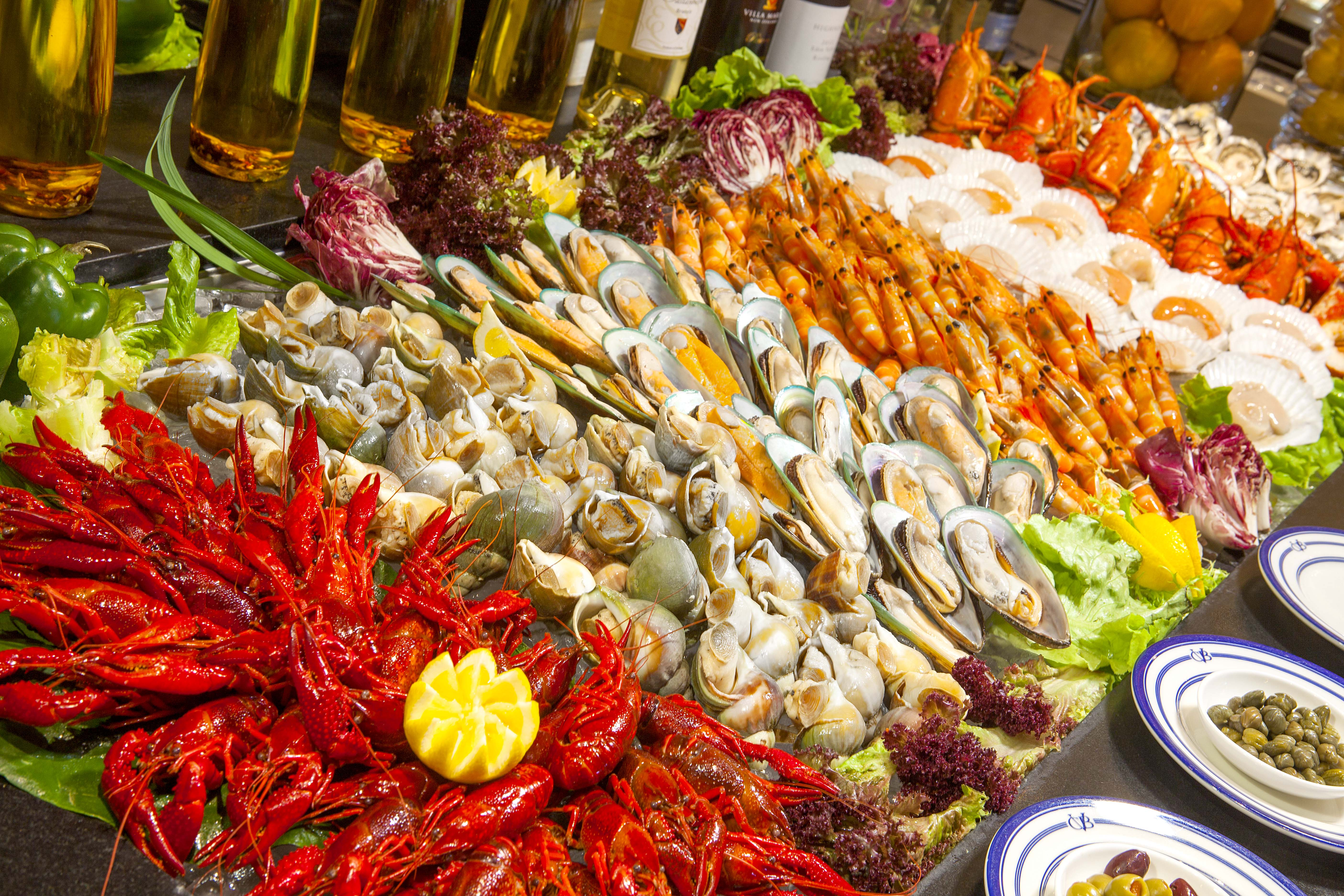 Easter weekend easter seafood buffet cafe bela vista Grand Lapa