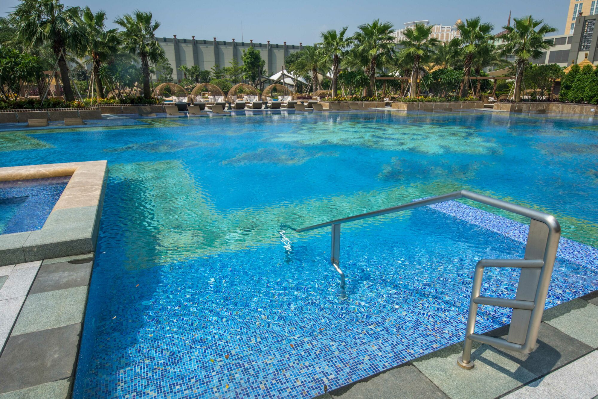 studio city macau outdoor pool3