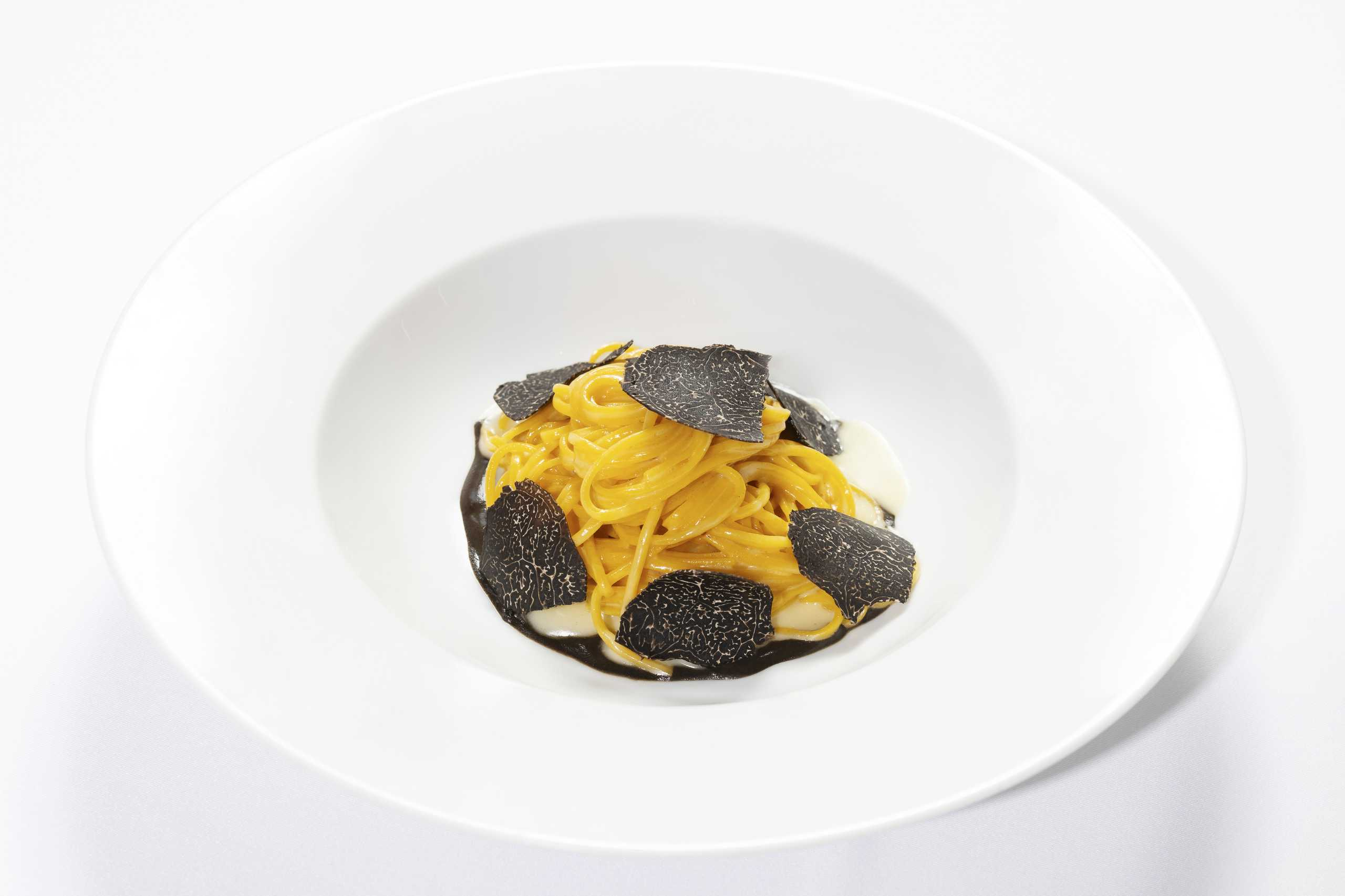 Macau Lifestyle- Waves pacific- Homemade Tagliolini – parmesan emulsion & black truffle