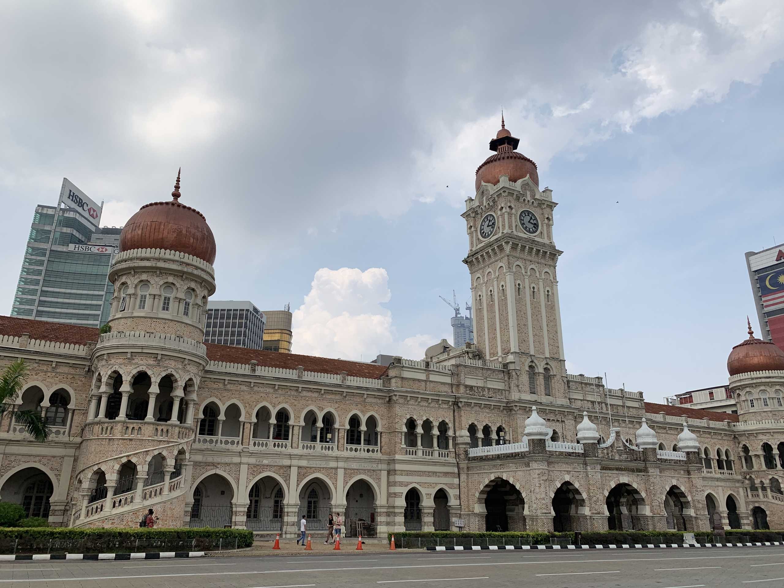 KL independence square