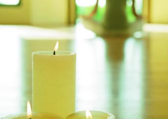 Isala-Spa-Candle-Yoga