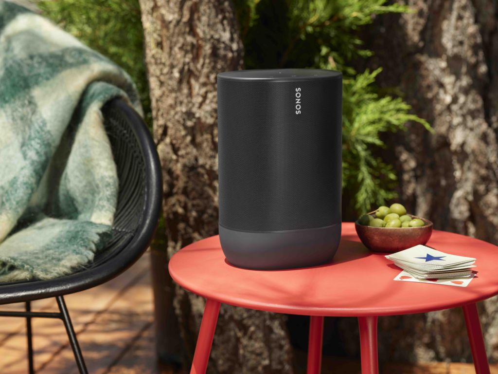 SONOS Move_Black-Lifestyle-Cabin_Getaway__Holiday-Priority_compressed