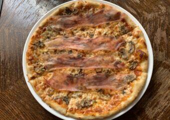 Antica Trattoria mushroom and parma ham pizza