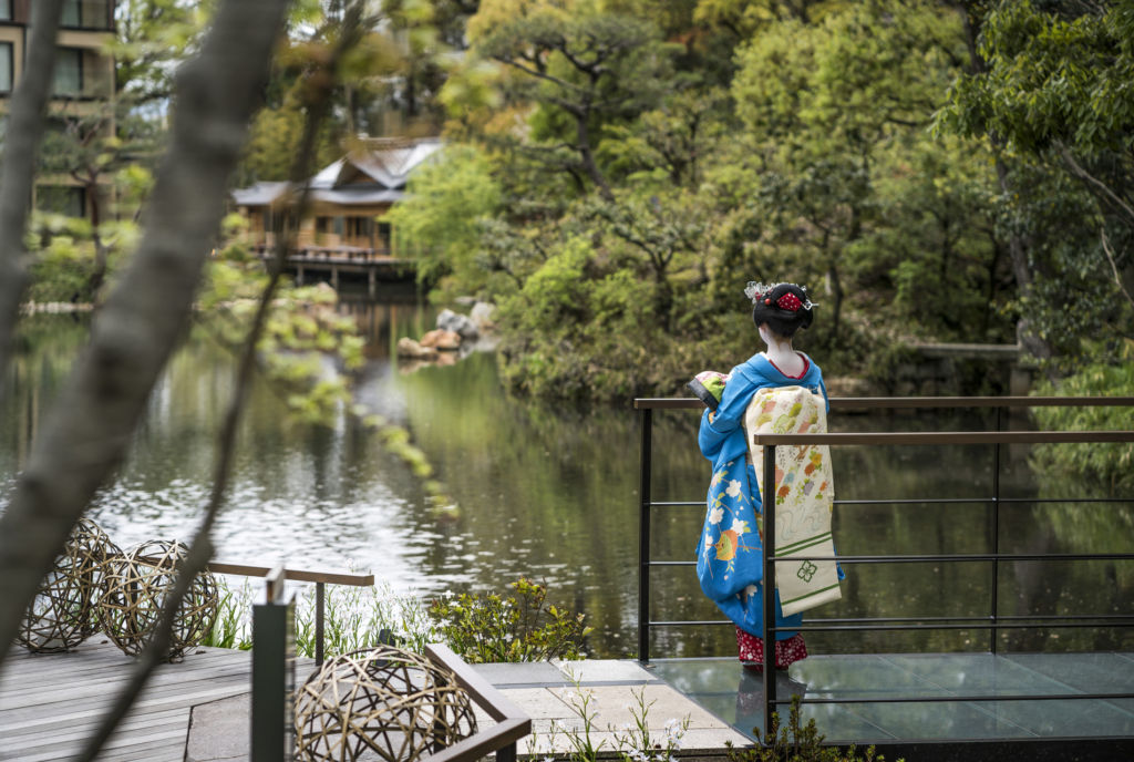 Macau Lifestyle Four Seasons Kyoto outdoor lake with geisha