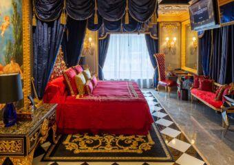 the 13 hotel Du Comte (2)