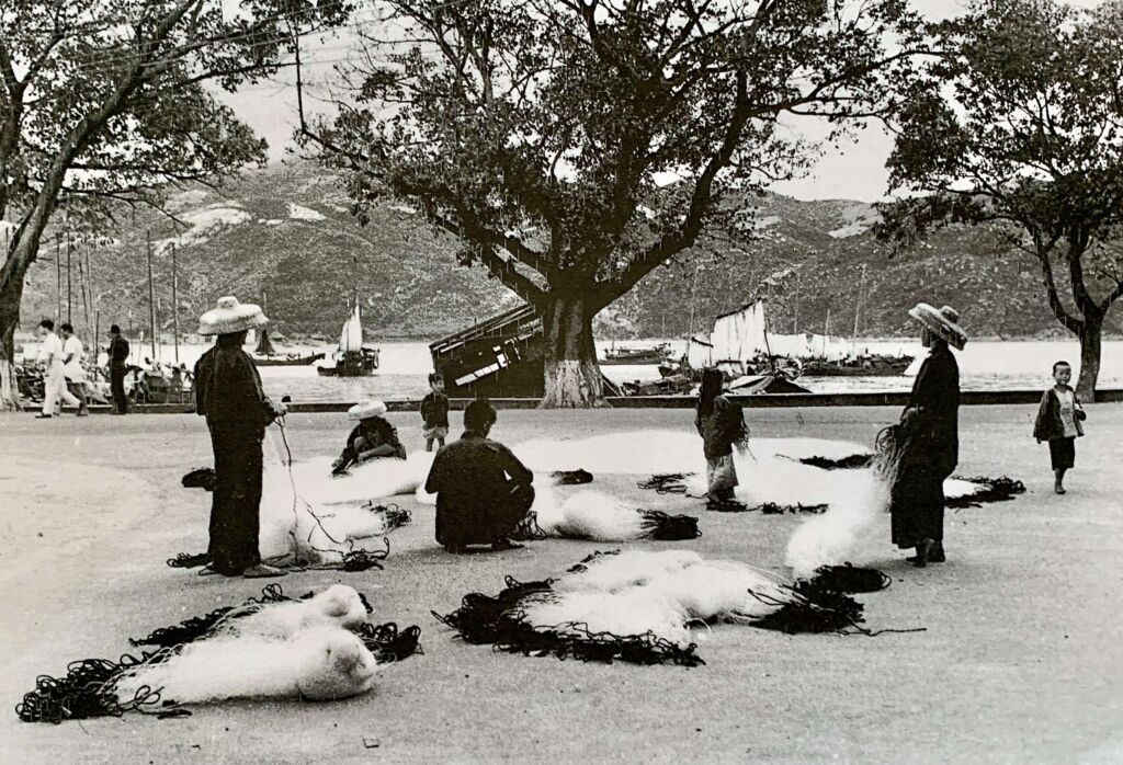 Old Macau photos Coloane Village Workers Arranging Fishing Nets Near the Water, Photo by Lee Yuk Tin (1925–58)