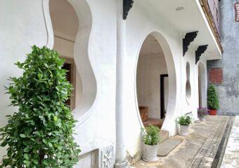 Mandarins House interior patio