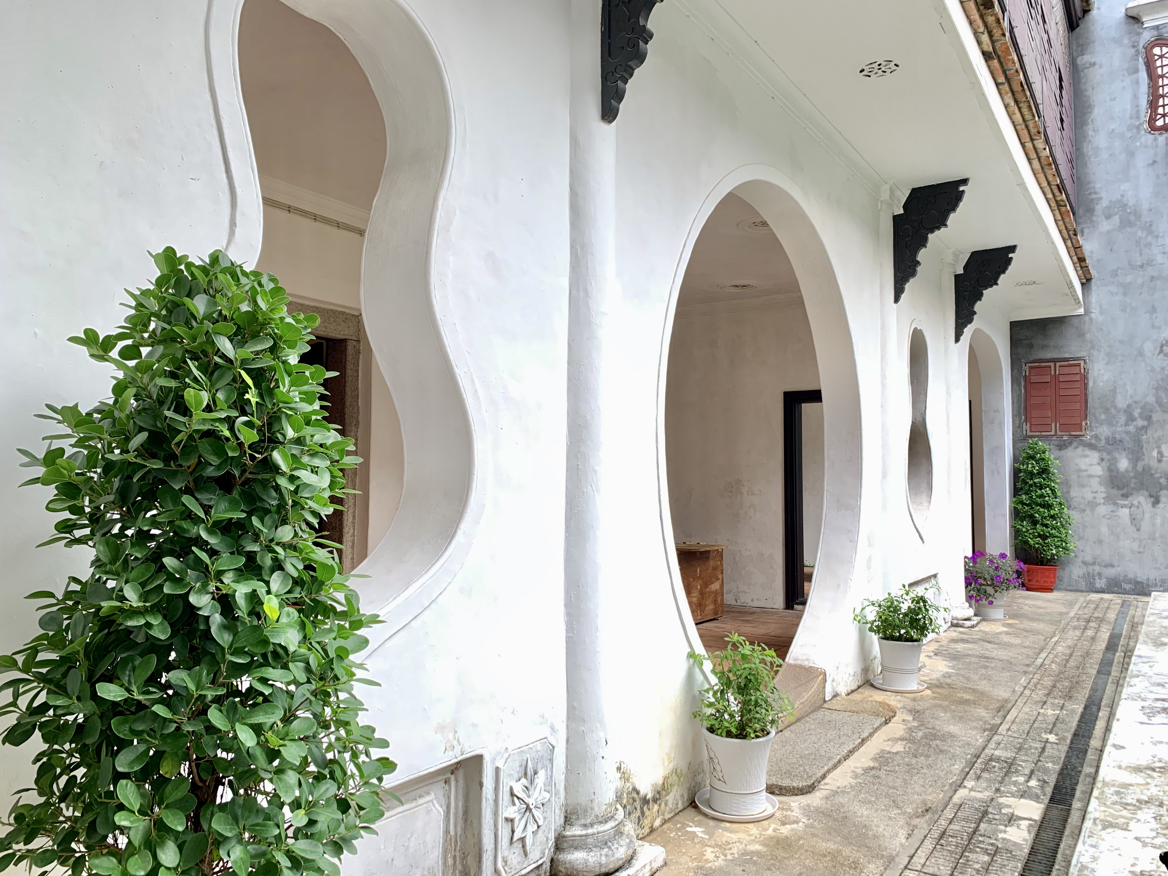 Mandarins House White Wall with Rounded Entrance Interior Patio Macau Lifestyle