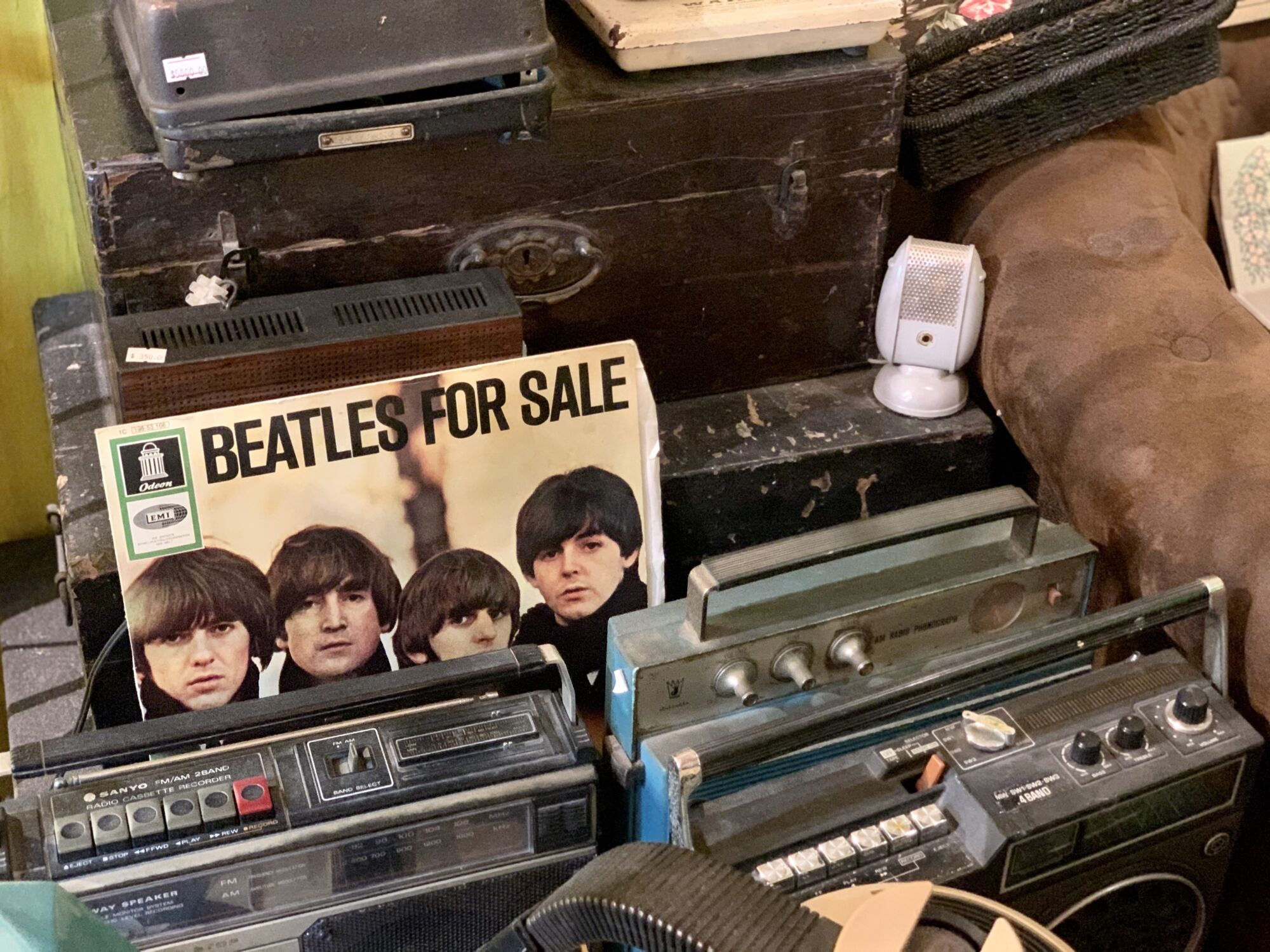 Collectore Vintage Shop Beatles Vinyl and Electronics Macau Lifestyle