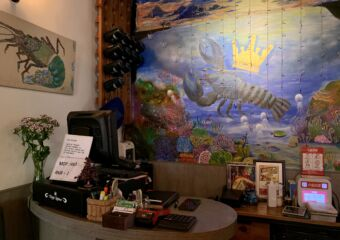 Kings Lobster Counter with Painting Behind Macau Lifestyle