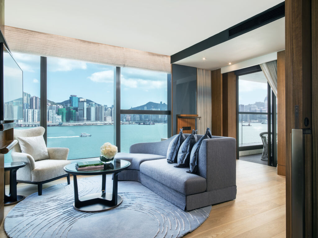 Kerry HOtel Hong Kong – Club Premier Sea view with Balcony