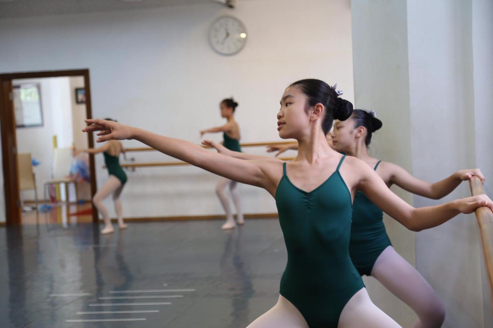 The Hong Peng Wa Ballet School teenagers