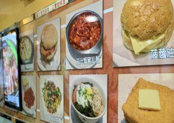 Choi Tung Kei Comidas Restaurant Areia Preta Interior Menu on the Wall Macau Lifestyle