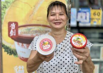 Gelatina Musang Mok Yei Kei Owner Liang Smiling with Ice Cream in Hand Macau Lifestyle