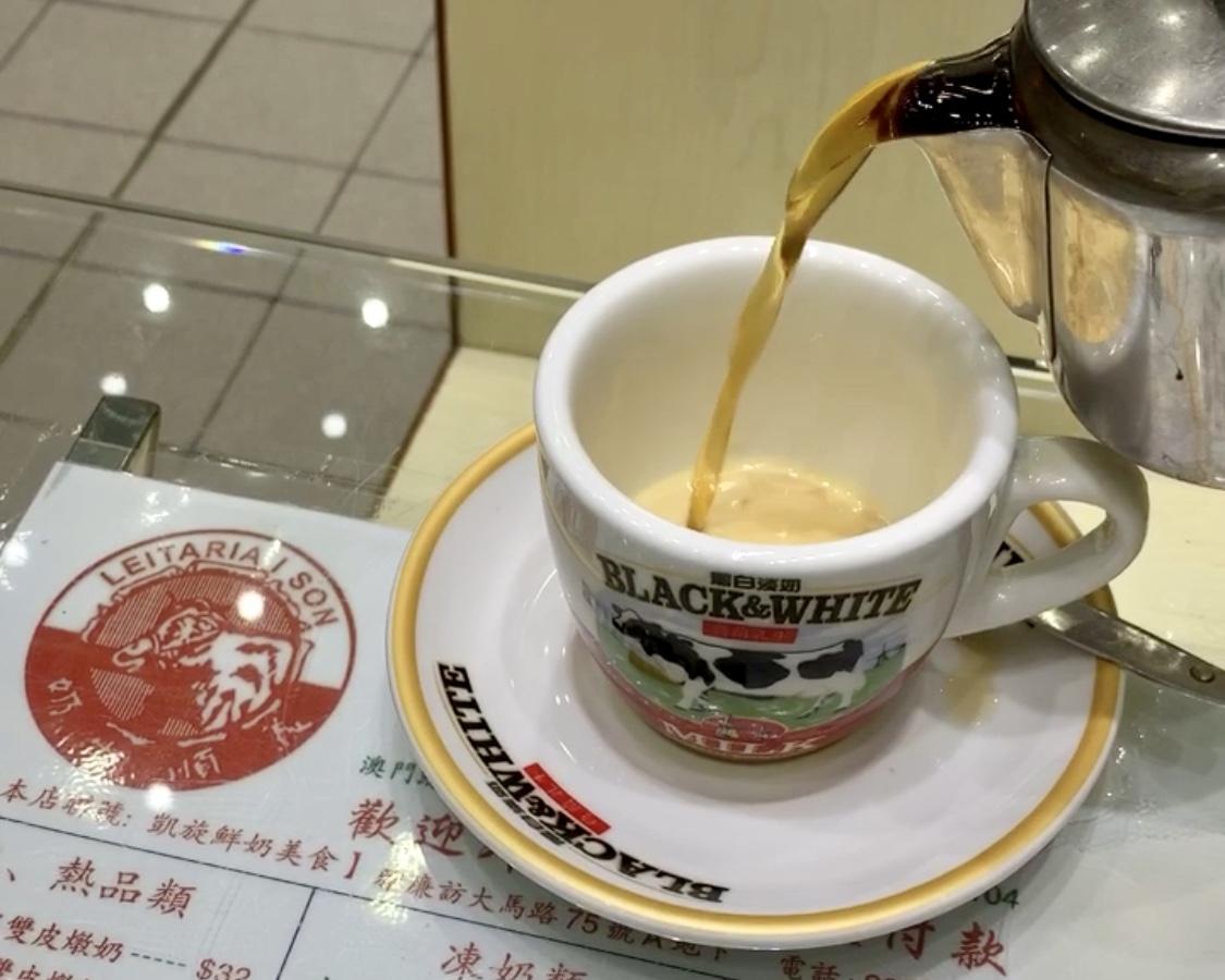 Leitaria I Son Interior Pouring Tea Into Evaporated Milk Cup Macau Lifestyle