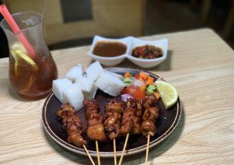 Loly Indonesian Food Sate Ayam with Ice Lemon Tea Macau Lifestyle