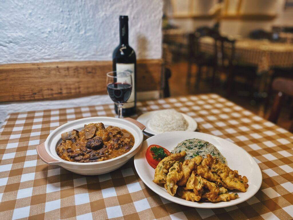 a-lorcha-restaurant-macau-feijoada-codfish-fritters-rice-wine-portuguese