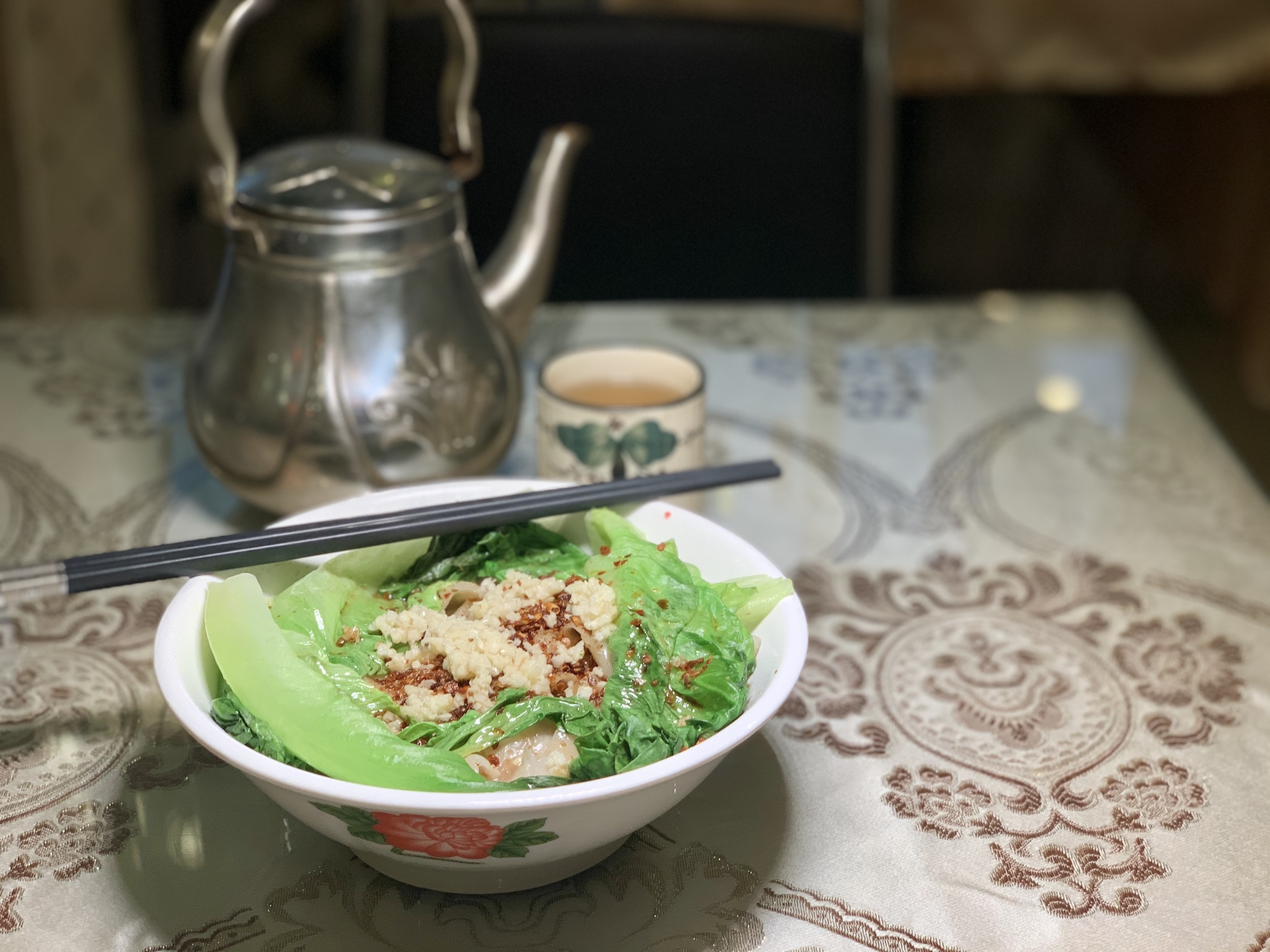 Lou Lan Restaurant Tossed Noodles on the Left Side with Teapot on the Background Macau Lifestyle