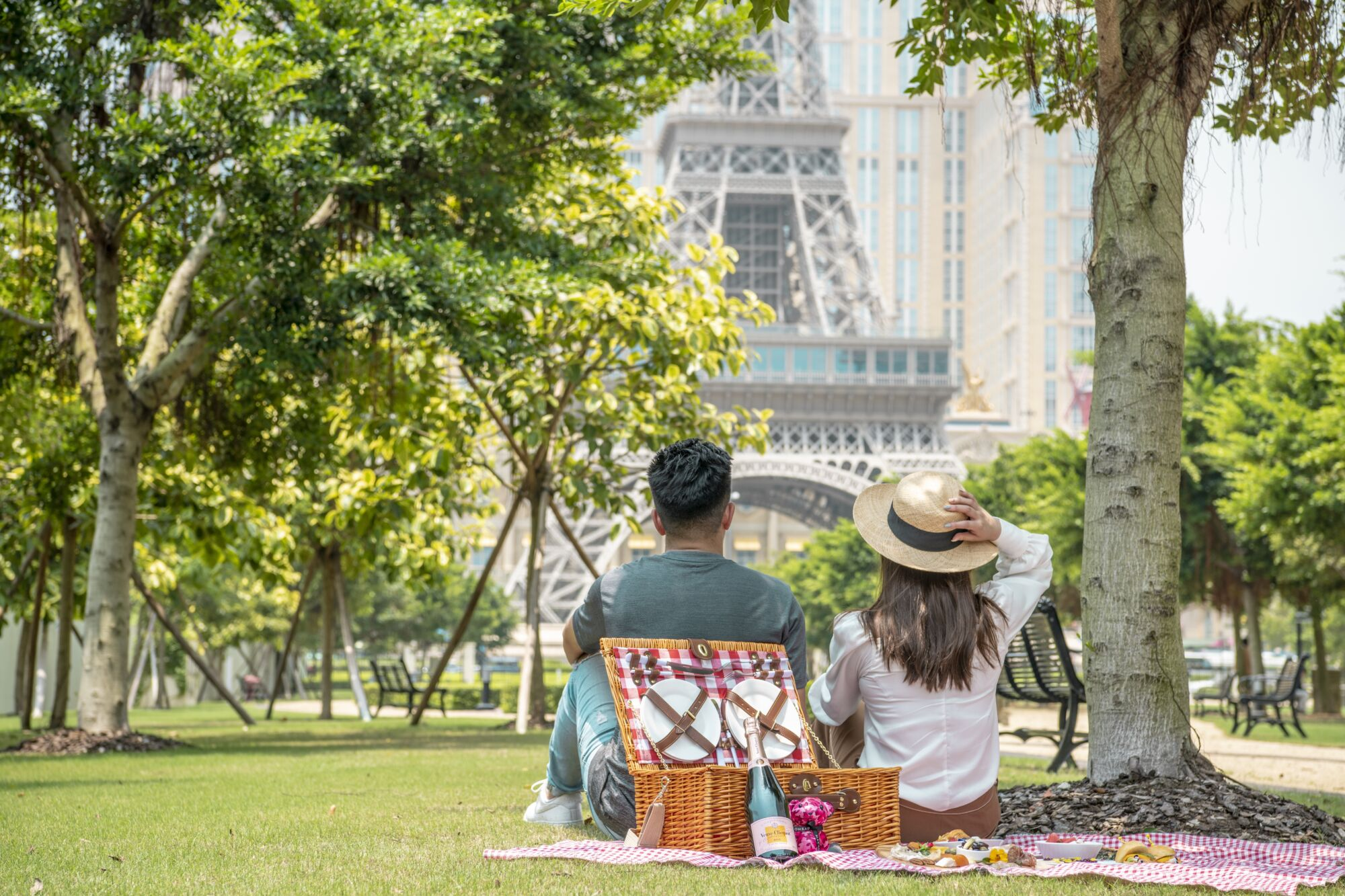 Picnic at Le Jardin Horizontal The Parisian Macao