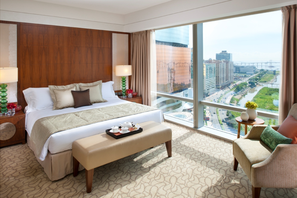 Photo-Mandarin Oriental, Macau Deluxe Bay View