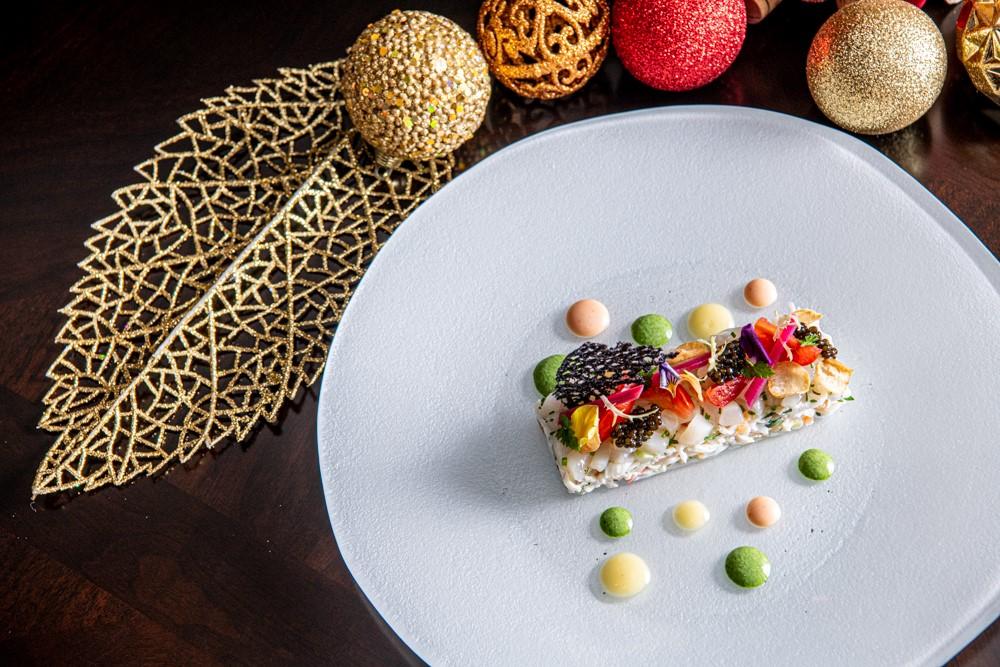 The Parisian Macao Brasserie Tartare de Crabe d'Alaska et Homard