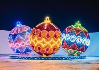 Winter Offers at Fishermans Wharf Christmas Balls Outdoor
