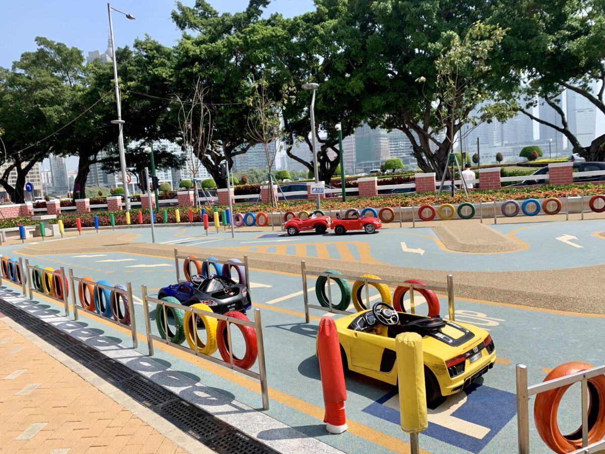 Chunambeiro playground electric car race track