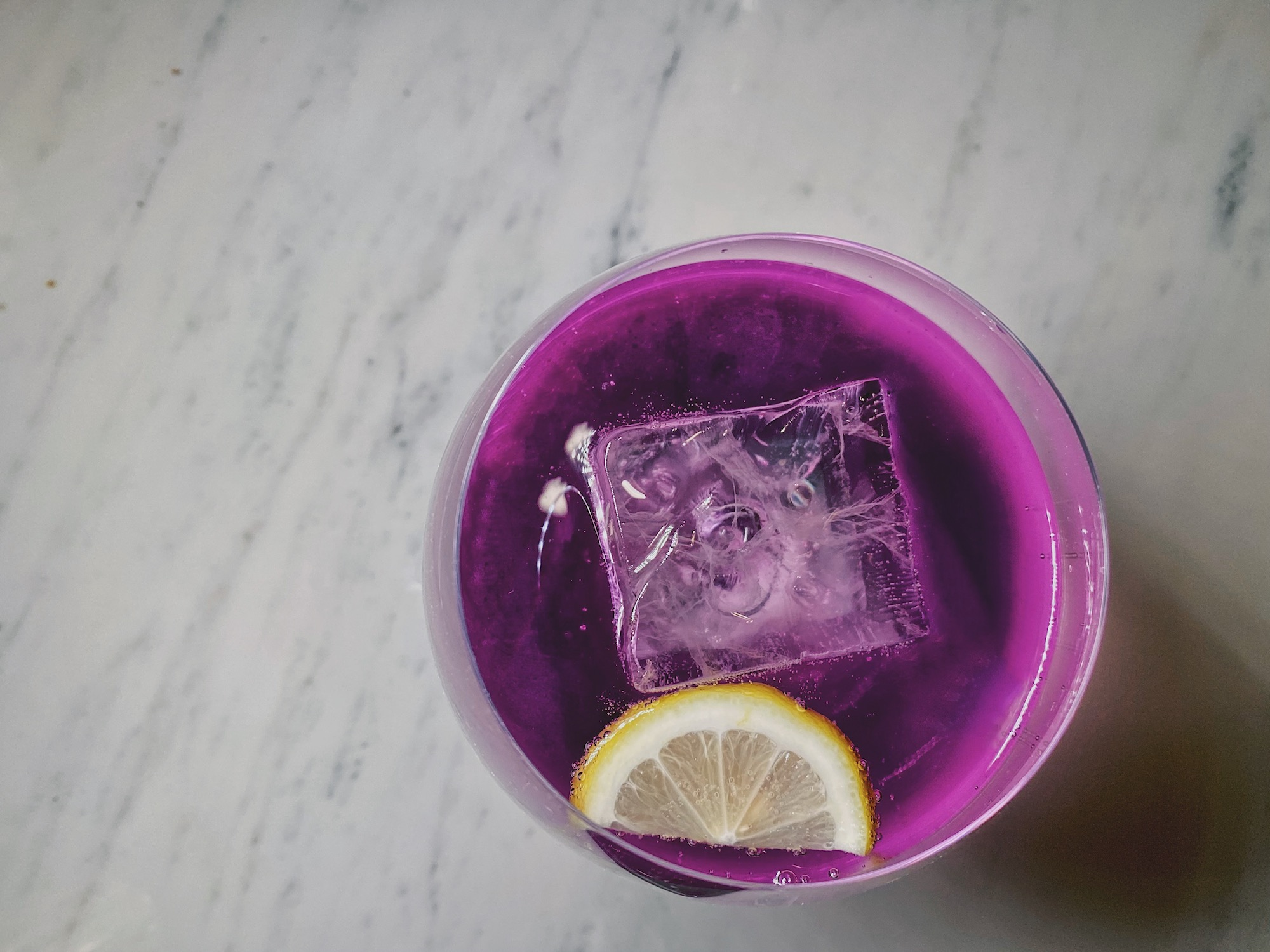 gin-tonic-the-st-regis-bar-butterfly-pea
