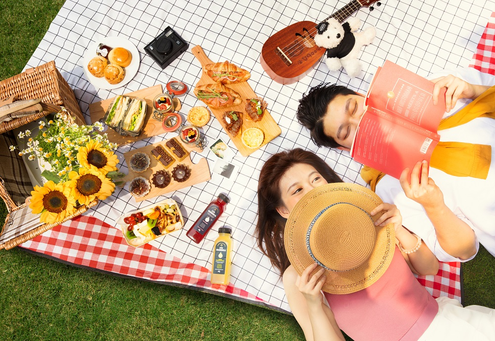 Food and Couple Picnic A Date with Spring Picnic Experience at Sheraton Grand Macao