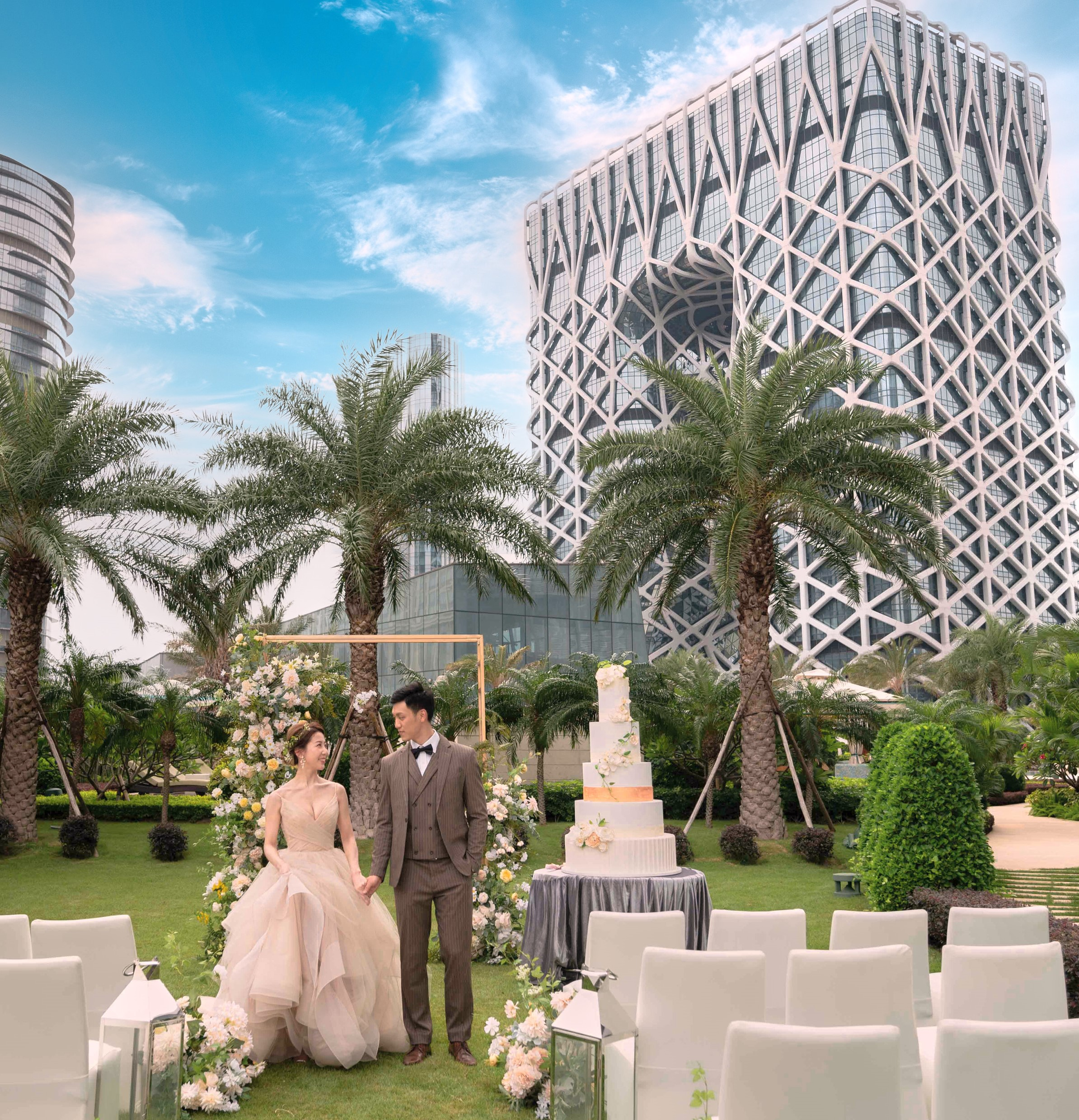 Grand Hyatt Macau Wedding couple at Outdoor green lawn